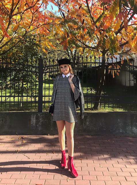 Kaszkiet i welur hity jesieni must have na jesień welurowe buty botki kozaki czerwone kaszkiet beret wełniany czarny kaszkiet bizuu skórzany welurowy zara outfit stylizacja jesienna modne berety kaszkiety