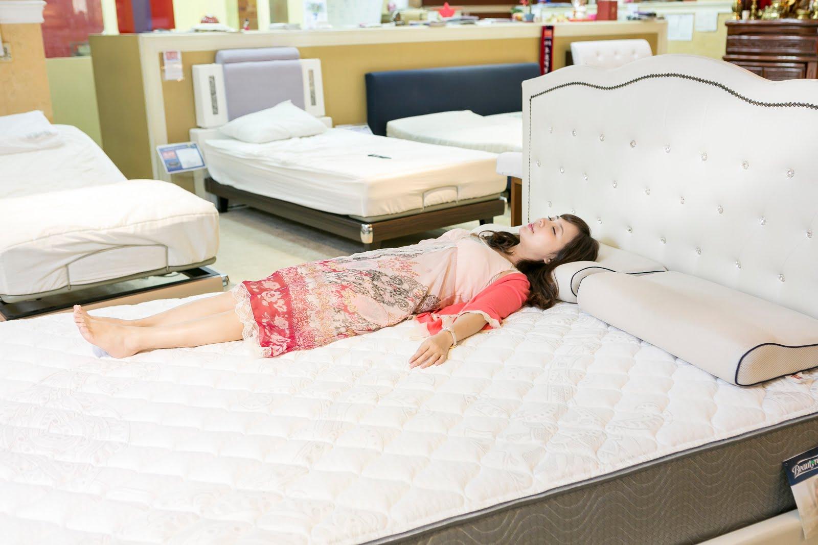 Bedding-world_dj%25E7%2590%25A6%25E7%2590%25A6_wwwhostkikicom_%25E5%2583%258F%25E5%25BD%2588%25E9%258B%25BC%25E7%2590%25B4.jpg-天天享受睡眠SPA | 席夢思兩萬有找 走一趟床的世界 選張好床吧