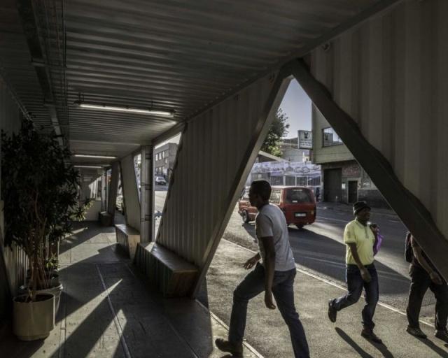 Na África do Sul um prédio foi construído com contêineres de carga