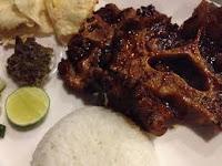 Lengkapi sajian makan Anda dengan hidangan Istimewa sop buntut bakar RESEP SOP BUNTUT BAKAR