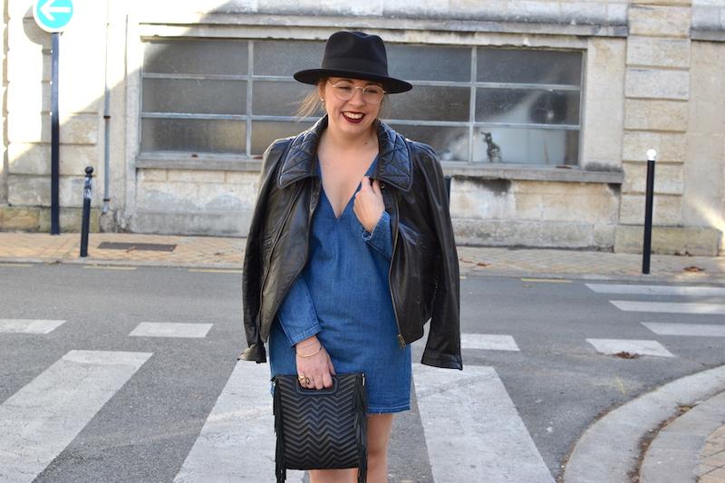 robe en jean Zara, perfecto noir Isabel Marant, chapeau BonClicBonGenre,  sac M de Maje