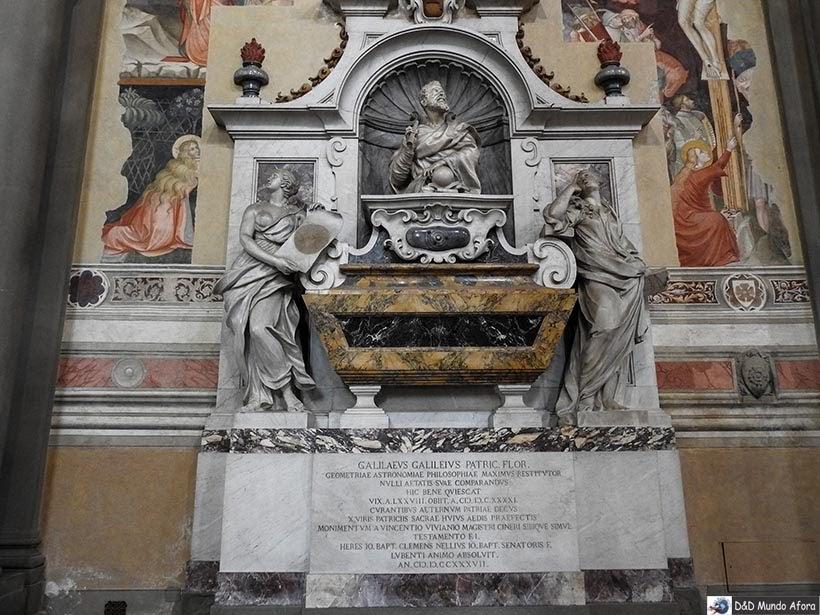 Túmulo de Galilei Galileu na Basílica de Santa Cruz - O que fazer em Florença, Itália - 40 atrativos