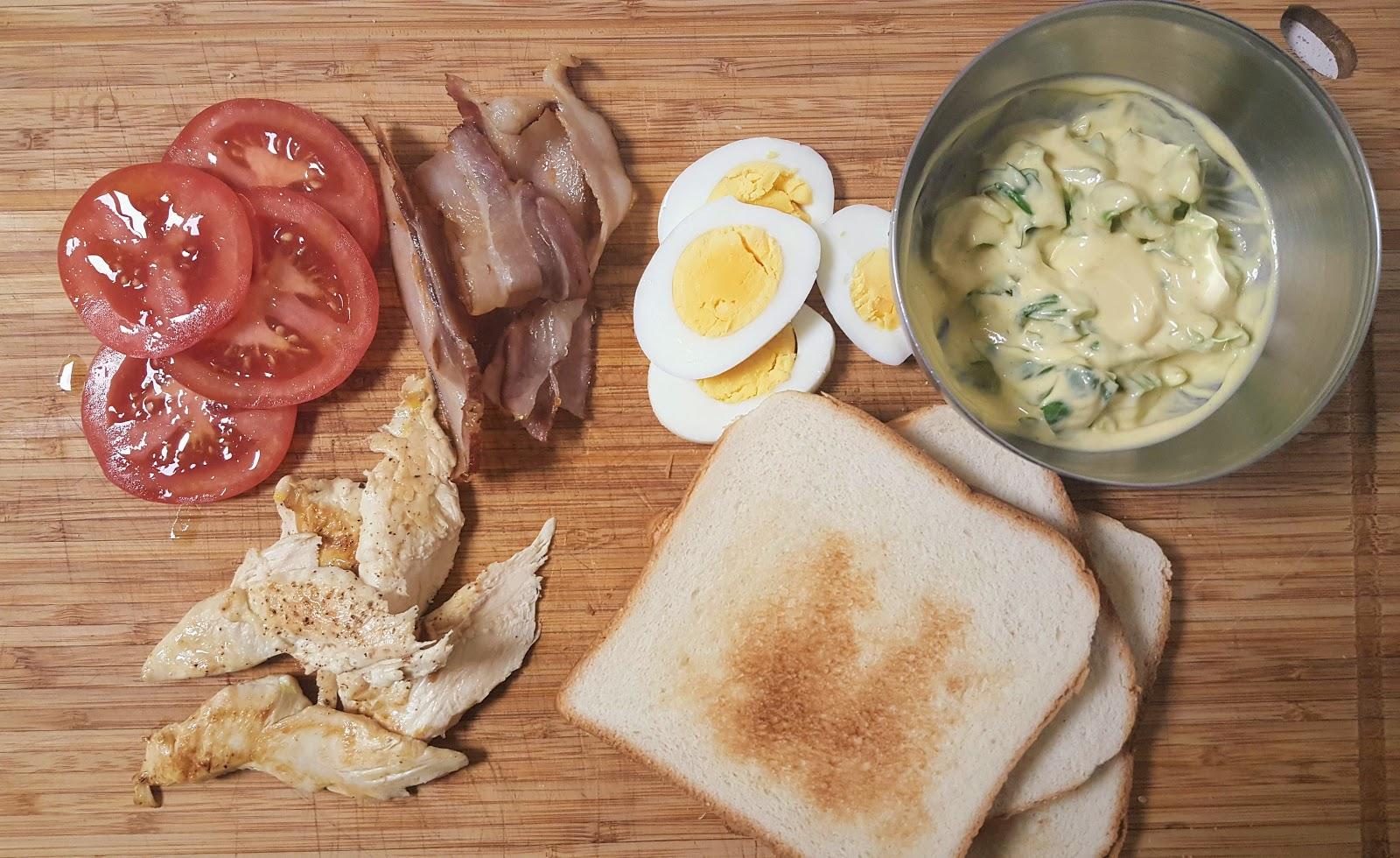 Ingrédients préparés pour un Club Sandwich