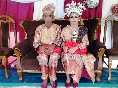 Pernikahan Tok Yon dan Dhea.