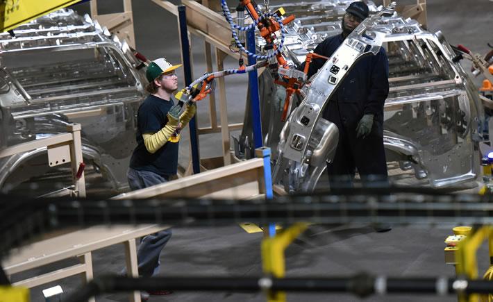 En la industria automotriz, los gerentes tienen que buscar soluciones de manera más eficiente y rápida, con ideas innovadoras y evitar la fluctuación de su personal.(Foto: Ford Motor Company)