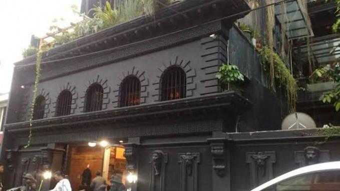 Rumah Ahmad Dhani yang mayoritas berwarna hitam mempunyai desain unik