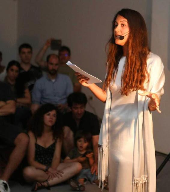 PAULA MARTÍN Los hechizos que consagran a la poetisa Sara Torres