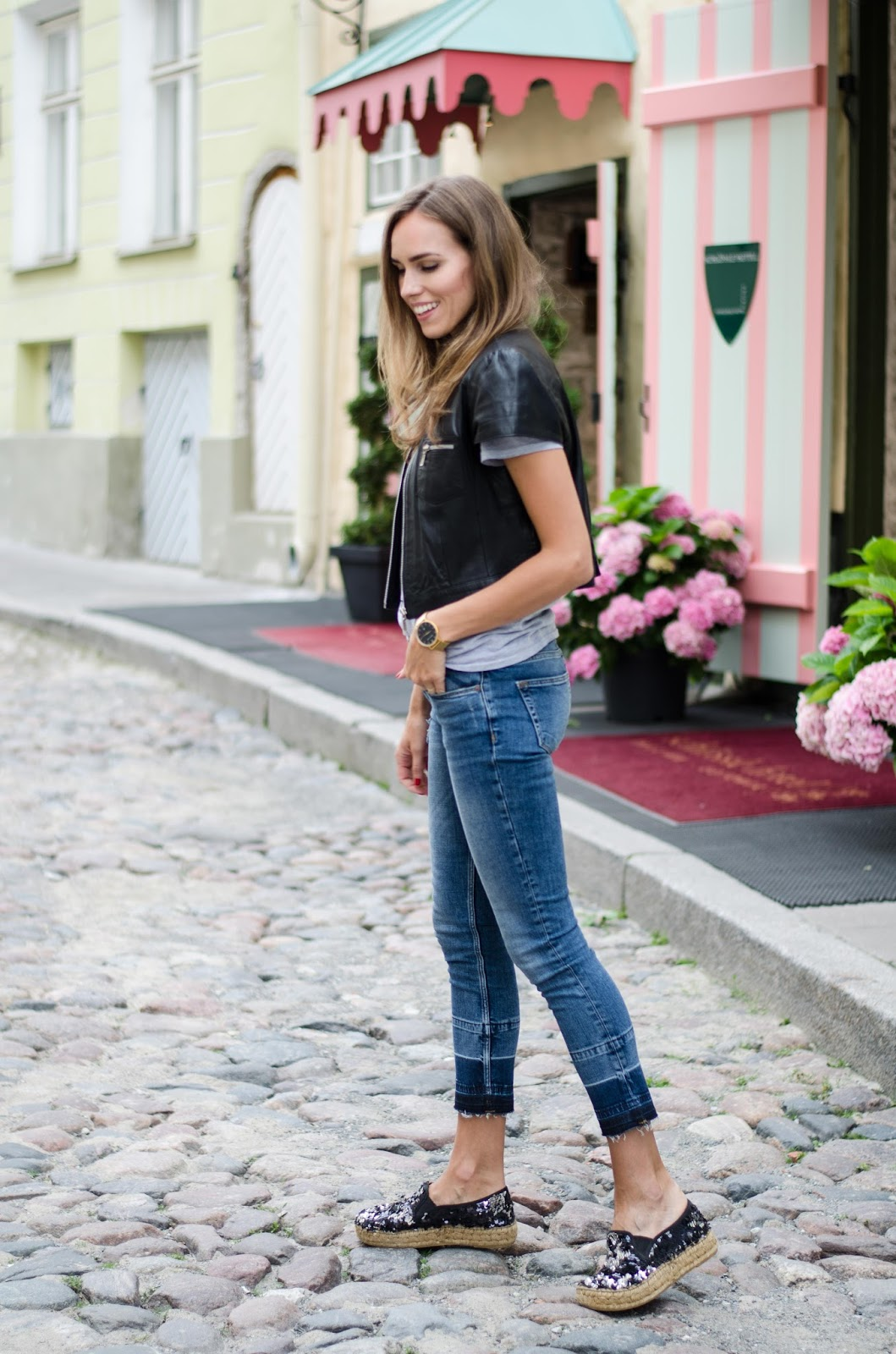 kristjaana mere mango cropped frayed hem skinny jeans outfit