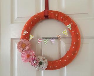 http://priyam-simplejoys.blogspot.com.es/2016/03/spring-fabric-wreath.html?spref=pi