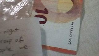 Ορεστιάδα: Μετανάστες πήραν ξύλα από κλειστό καφενείο και άφησαν 10 ευρώ στον ιδιοκτήτη