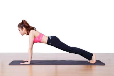 Bài tập yoga với tư thế plank