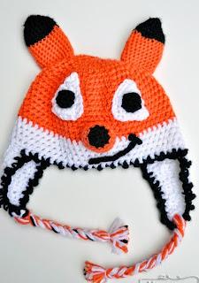 http://translate.google.es/translate?hl=es&sl=en&tl=es&u=http%3A%2F%2Fmymerrymessylife.com%2F2013%2F10%2Fcrochet-fox-beanie-free-crochet-pattern.html