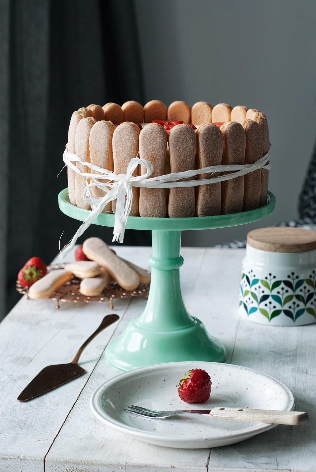 Łatwy tort truskawkowy z biszkoptami