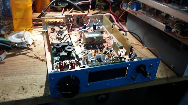 40M Junk Box SSB Xcvr in a  Blue Case 24