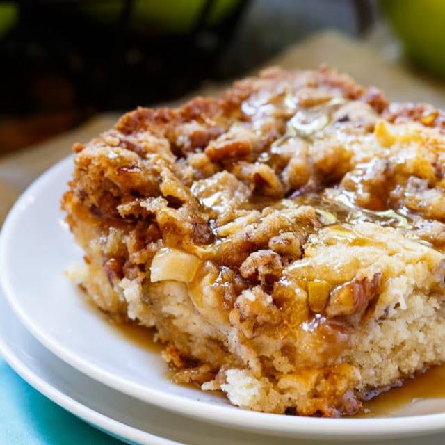 Apple Cinnamon Crunch Cake