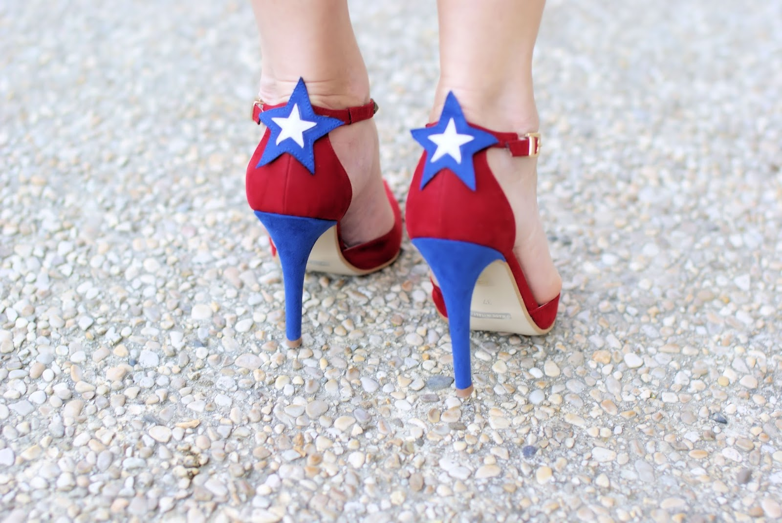 #SuperGirl pumps designed by Angela Pavese for Vigevano Shoes on Fashion and Cookies fashion blog, fashion blogger