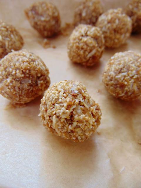 Amarantuski morelowo-kokosowe (bez pieczenia)