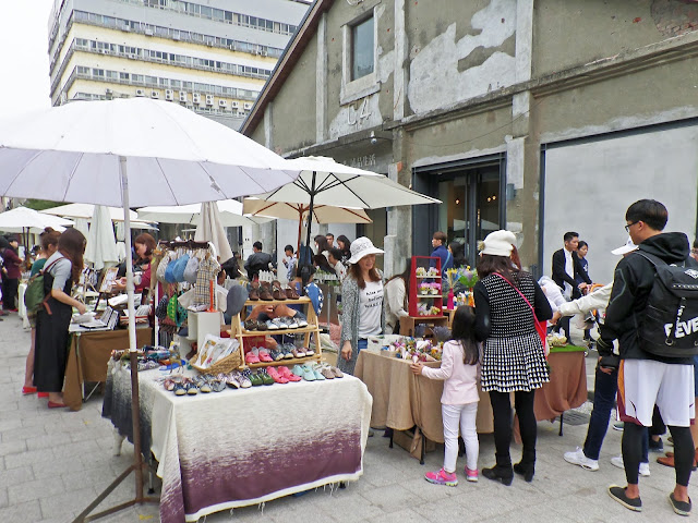 Pier-2 Art Center flea market