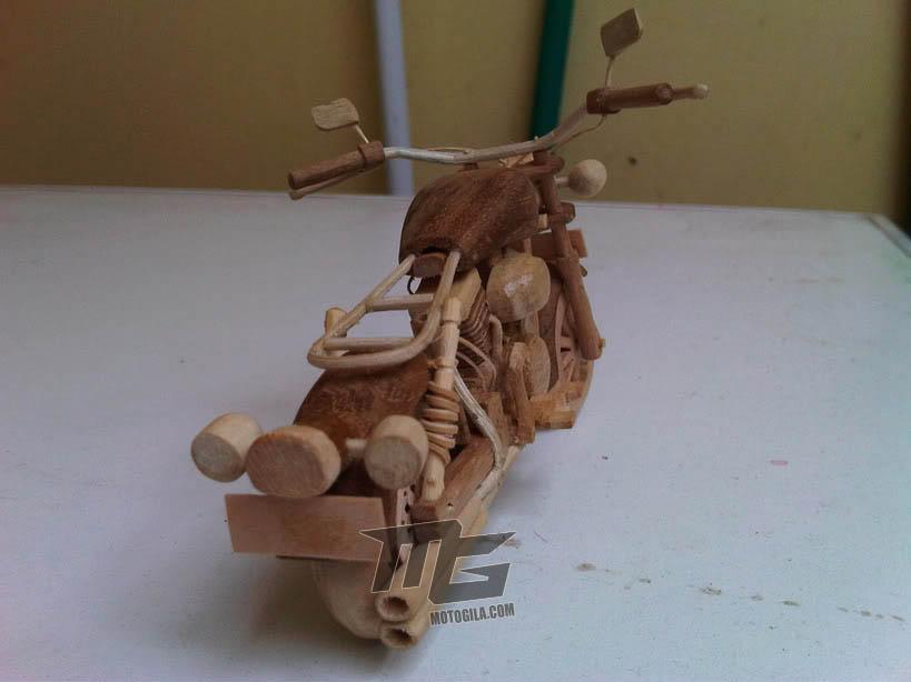 Miniatur Motor Moge Dari Kayu