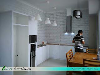 Model kitchenset putih letter L
