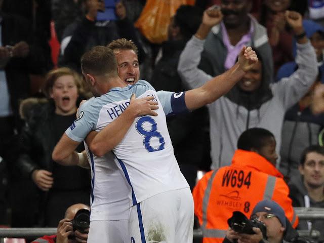 Harry Kane celebra el gol con el que Inglaterra clasifica a Rusia 2018