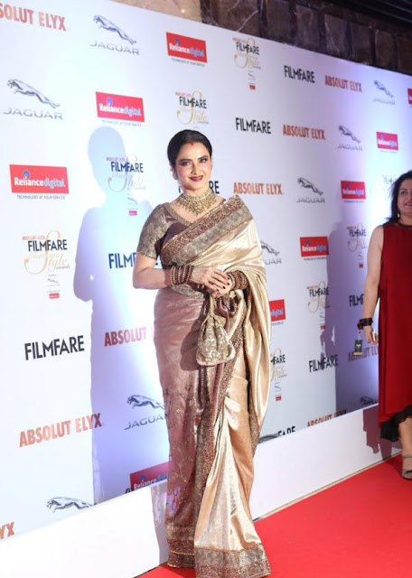 Rekha in Designer Silk Saree at Red Carpet Of FilmFare Glamour and Style Awards 2016