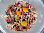 Chec aperitiv preparare reteta - ingredientele tocate cu cele trei galbenusuri