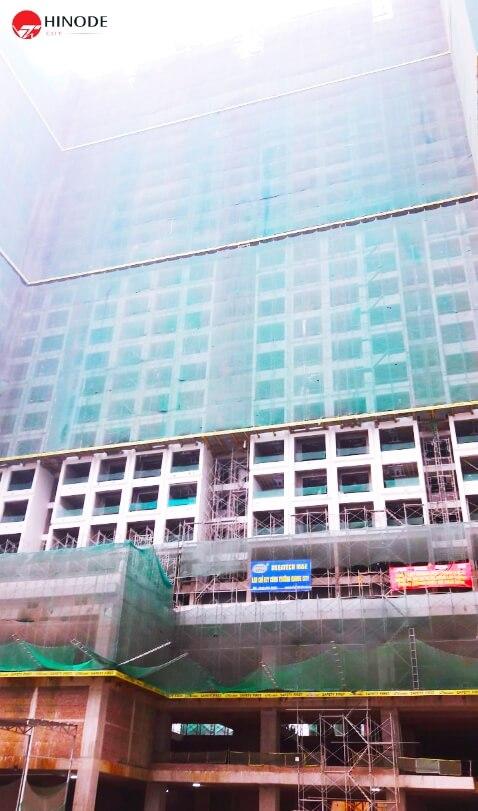 Dự án Hinode City đang tiến hành sơn bả mặt ngoài toà nhà