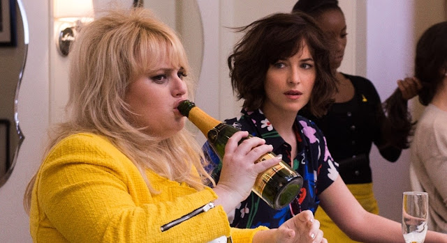 "Dakota Johnson e Rebel Wilson no trailer e artes da comédia ""Como ser Solteira"""