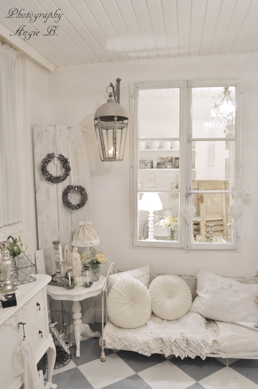 Cool shabby chic style romantic home decor cheap but for Shabby chic living room ideas on a budget