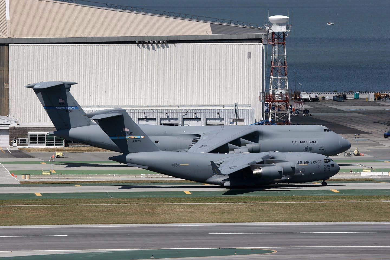 Lockheed C-5 Galaxy vs Boeing C-17 Globemaster Size Comparison
