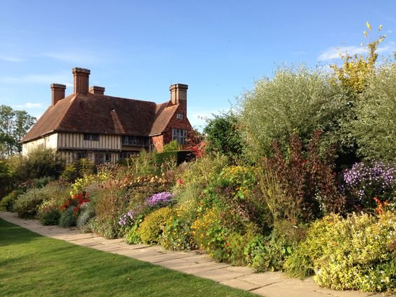 gradina englezeasca, bordura florala, pajiste flori perene, peisagist horticultor, deisgn gradina, proiectare gradini cu flori firma amenjare gradina cu flori birou arhitectura