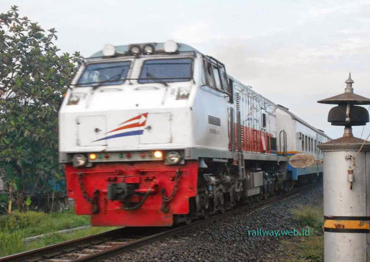 Kereta Api Fajar Utama Yogyakarta