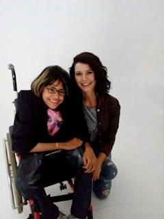 النجمة التركية، بيرين سات، تحقق حلم فتاة عراقية من ذوي الاحتياجات الخاصة