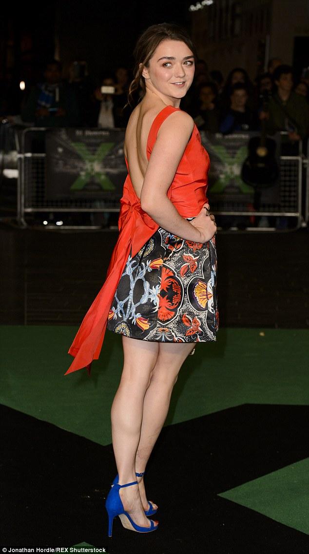 Her Calves Muscle Legs: Maisie Williams Muscular Calves