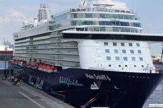 Scalo inaugurale della Mein Schiff 6 a Salerno