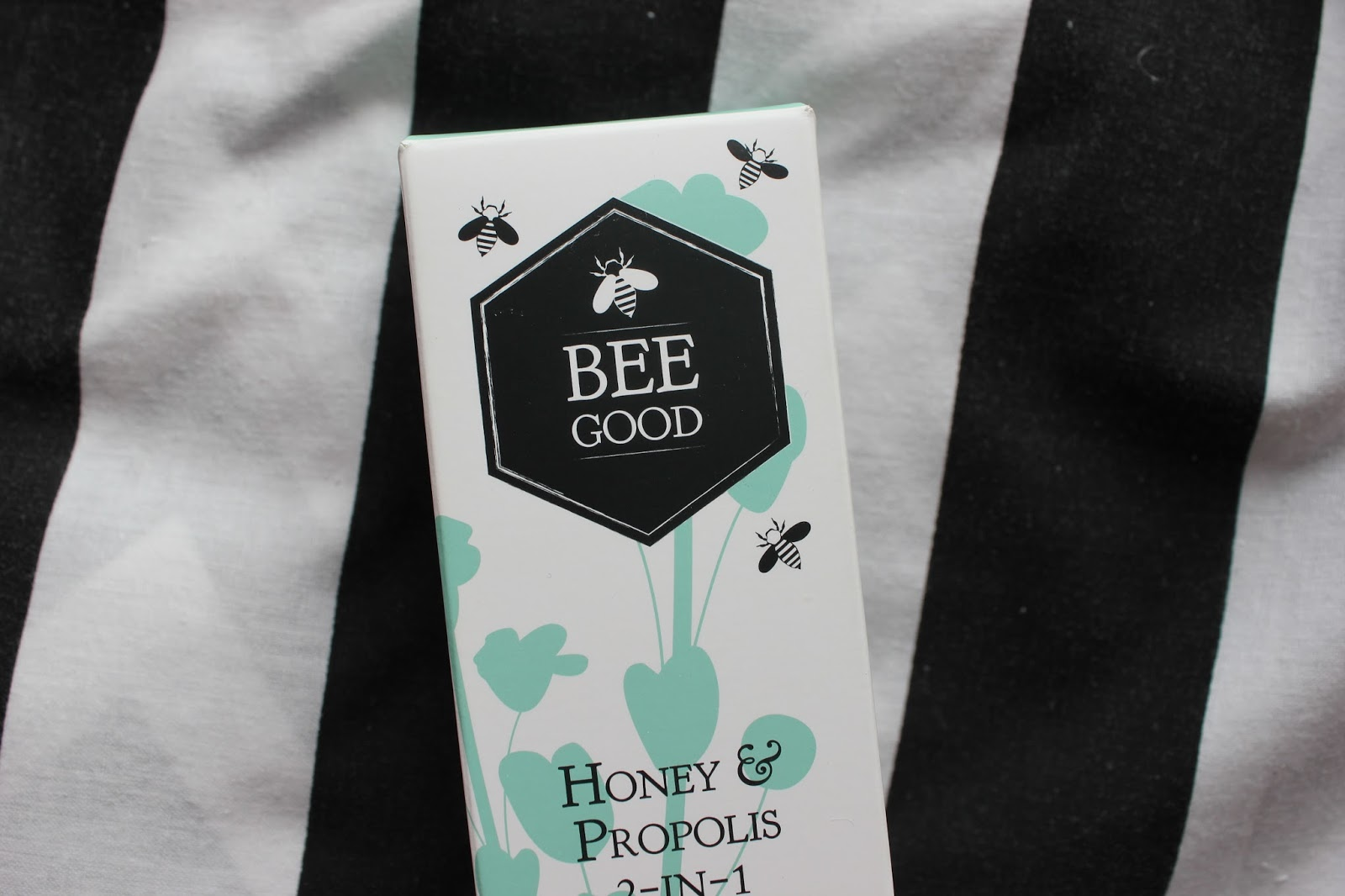 georgie-minter-brown-georgina-frequencies-beauty-blogger-review-bee-good-cleanser-bees-honey-skincare