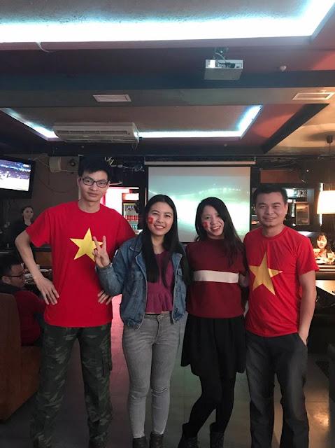 Lưu học sinh Việt Nam tại RUDN cuồng nhiệt cổ vũ cùng U23