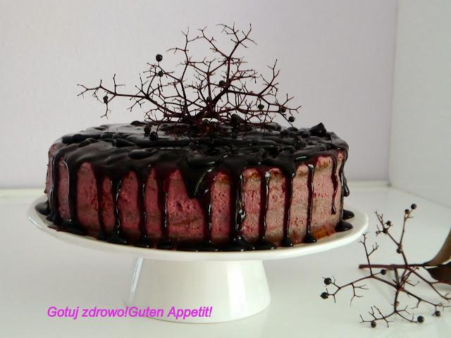 Tort z mąki gryczanej z kremem z czarnego bzu - Czytaj więcej »