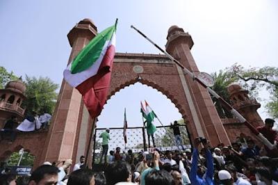 1200 कश्मीरी छात्रों ने अलीगढ़ मुस्लिम यूनिवर्सिटी को दी धमकी