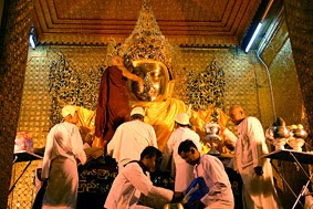 The maha muni buddha statue