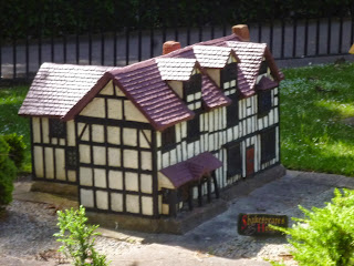 Shakespeare's House in Fitzroy Gardens