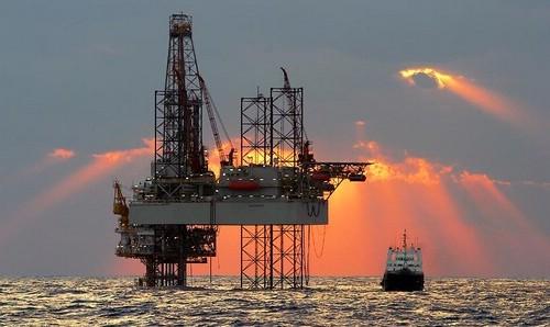 النفط والغاز الصخريين وأثرهما على أسواق النفط العالمية