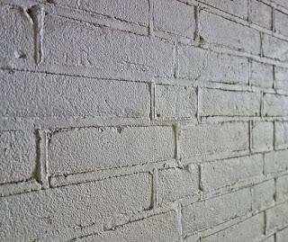 Cara mengecat dinding batu bata