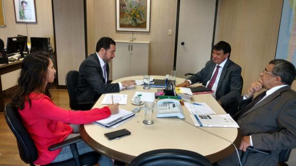 Governo trata de liberação de recursos para Nova Algodões e BR-235