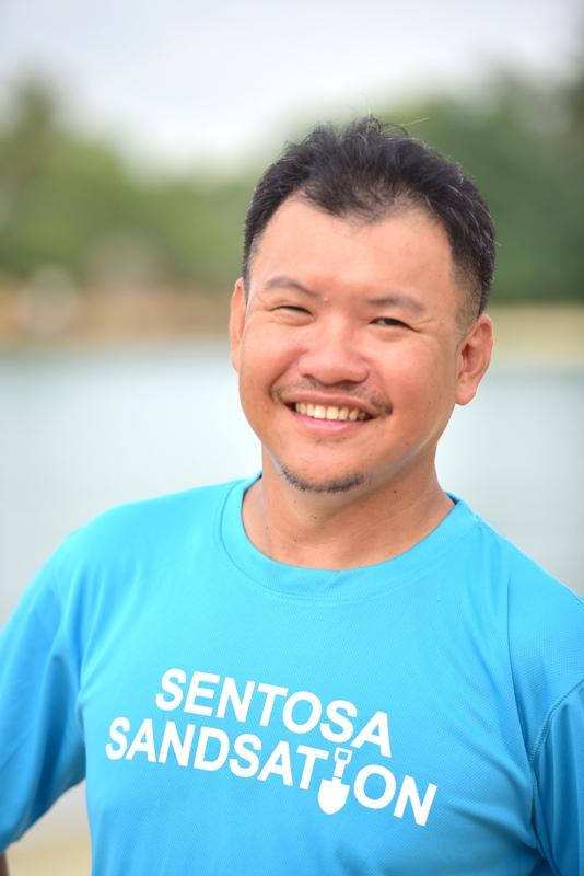internationally acclaimed singapore sand artist joo heng tan