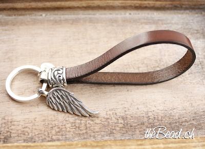 Geschenkidee Schlüsselanhänger aus Silber mit Feder Anhänger