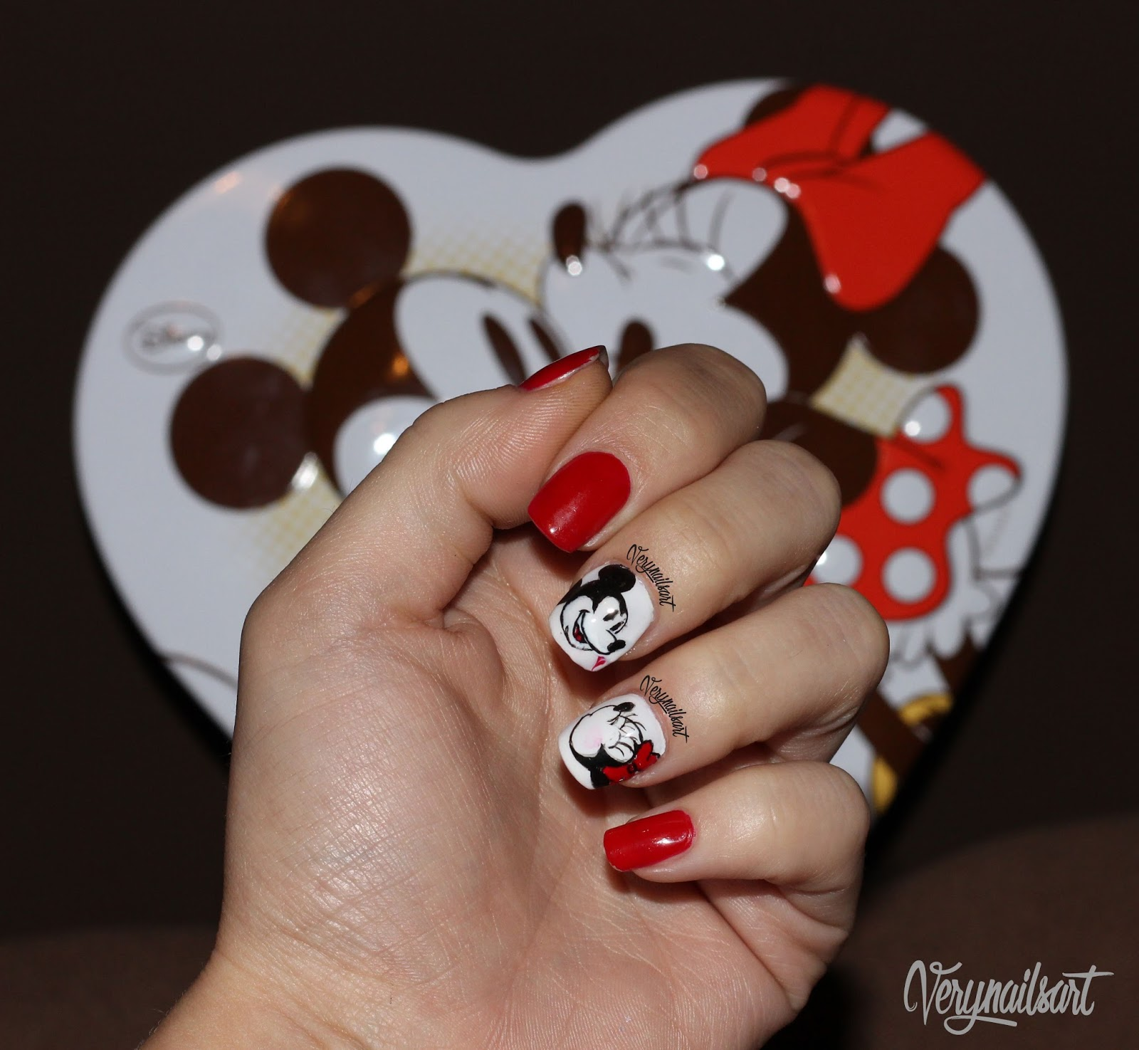 Uñas Decoradas Con Personajes De Disney Mickey Y Minnie