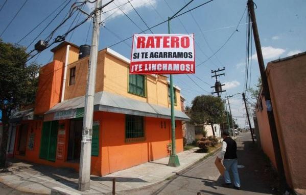 Aviso en colonia de Toluca