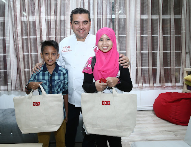 Cake Boss, Buddy Valastro with the kids from the Make A Wish Foundation